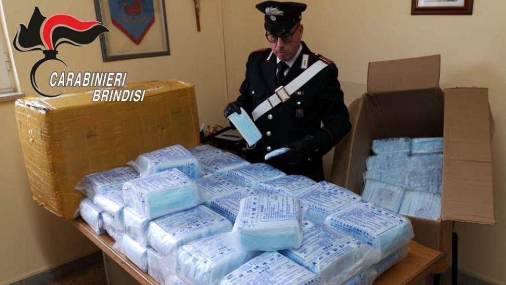 Coronavirus: la policía italiana arresta a dos hombres por robar más de 8,000 mascarillas 26