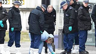 İngiltere'de polis ve doktorların üzerine bilerek öksürenler 2 yıla kadar hapis cezası alacak