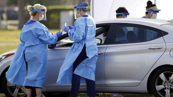 Pruebas de coronavirus sin bajarse del vehículo en Florida
