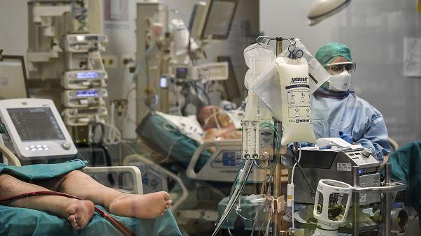 Koronavírus: román orvosok segítik olasz kollégáik küzdelmét