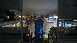 Koronavírus: kórházexpressz szállítja a betegeket Franciaországban