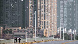 أحد الشوارع الرئيسة في ووهان بمقاطعة هوبي وسط الصين. 28/01/2020