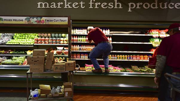 ABD'de bir market, müşterinin üzerine öksürdüğü 35 bin dolarlık ürünü Covid 19 şüphesiyle çöpe attı