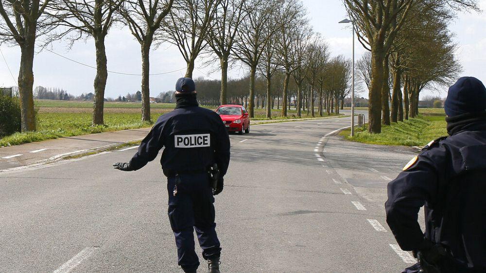 """""""¿Puede mi marido ver a su amante?"""": La policía francesa recibe extrañas preguntas de cierre 54"""