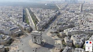 شاهد: شوارع باريس شبه خالية من الفرنسيين والسياح والسبب كورونا