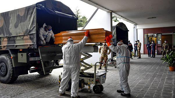 Koronavírus: egy nap alatt majdnem ezren haltak meg Olaszországban