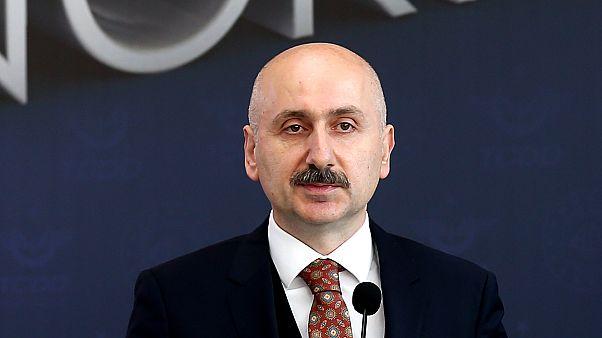 Cumhurbaşkanlığı Kararı ile Ulaştırma ve Altyapı Bakanı Mehmet Cahit Turhan'ın görevine son verilerek, yerine Adil Karaismailoğlu (fotoğrafta) atandı