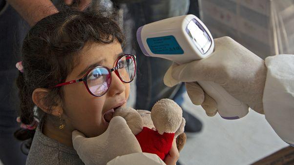 Coronavirus : dans quelle mesure les enfants et adolescents sont-ils touchés?
