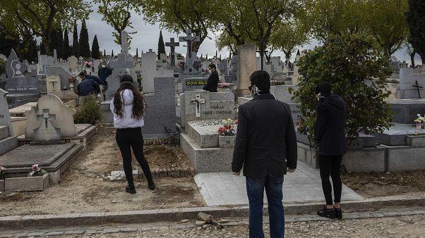 Коронавирус в Испании: 832 умерших за сутки