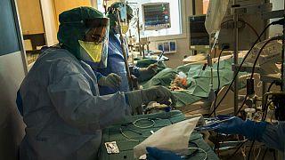 آیا ویروس کرونا ۸ ساعت در هوا باقی میماند؟ بررسی یک خبر صدا و سیما