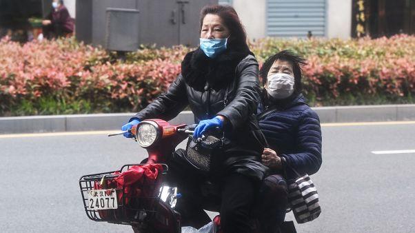 """صناعة الأقنعة الواقية في الصين أصبحت """"الدجاجة التي تبيض ذهبا"""""""