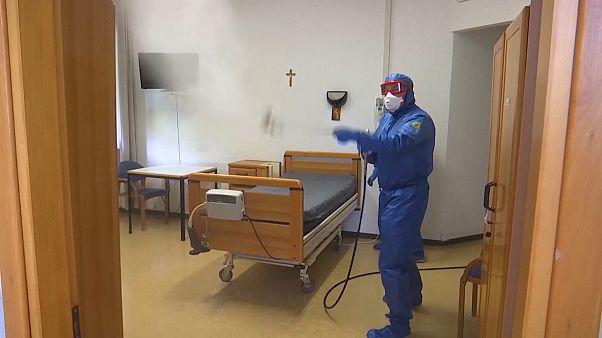 Russische Spezialisten desinfizieren Seniorenheim in Italien