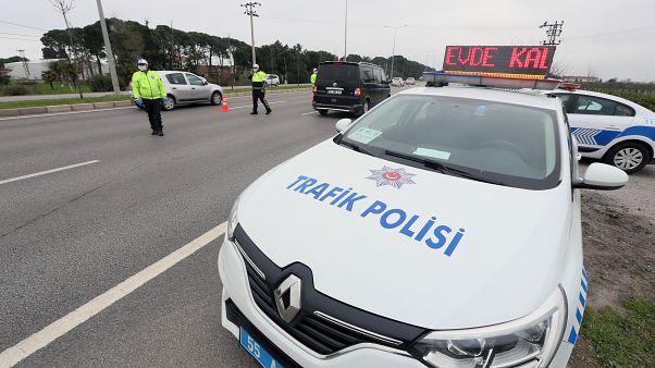 Türkiye'de Covid-19 vaka sayısı 7 bin 402'ye yükseldi; 108 hasta hayatını kaybetti