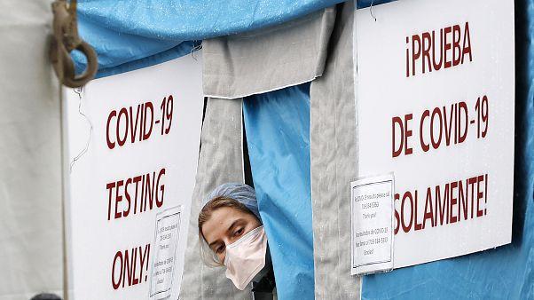 ABD'nin New York kentinde bir koronavirüs test çadırı