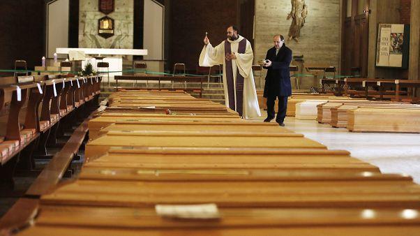 В Италии от коронавируса умерли более 10 тысяч человек