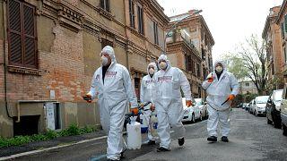 İtalya'da Covid-19 nedeniyle ölenlerin sayısı 10 bini aştı