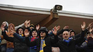Fußballfans in Minsk am 19. März. Die Stadien sind weiterhin besucht.