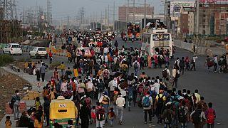 Власти Индии эвакуируют сотни тысяч граждан, заблокированных в столице из-за карантина