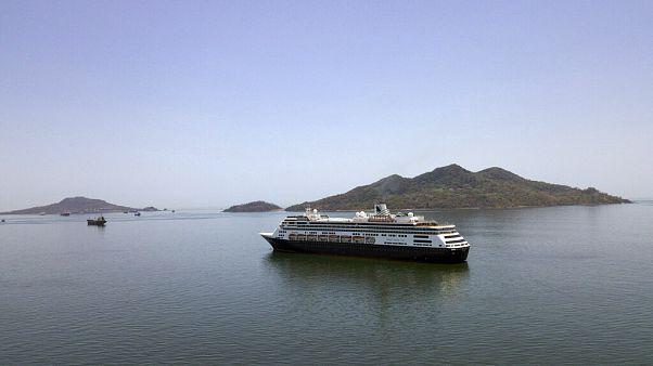Navios de cruzeiro evacuados na Austrália e Panamá