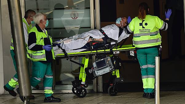 Koronavírusos beteget szállítanak a bilbaói kórházba