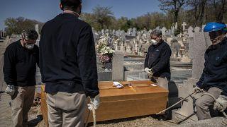 Коронавирус, Испания: новый антирекорд числа погибших, но распространение инфекции замедляется