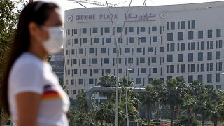 شاهد: أبوظبي تدشن مركز اختبار لفيروس كورونا من السيارة هو الأول في الخليج