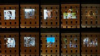 Covid-19 karantinasındaki İtalyanlar 'evde sinema' keyfi ile moral buluyor