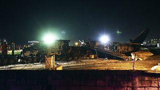 Filipinler'in başkenti Manila'da ambulans uçak kalkışı sırasında düştü