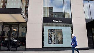 Fransız moda devi Chanel: Covid-19 ile mücadele için maske ve önlük üretebiliriz