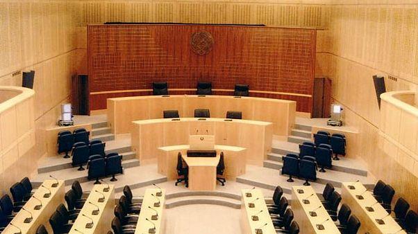 Κύπρος: Ψηφίσθηκε ο νόμος για την αναστολή της υποχρέωσης καταβολής δόσεων