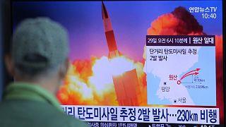 كوريا الشمالية تختبر قاذفات صواريخ متعددة فائقة الضخامة