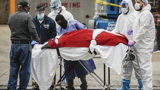 New York'ta bir hastanede Covid-19 nedeniyle hayatını kaybeden bir hasta