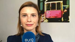 Isabel Marques a Silva, correspondente da euronews, enuncia medias de combate à crise