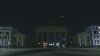 شاهد: المعالم السياحية والأثرية في برلين وموسكو تطفئ أضواءها في ساعة الأرض