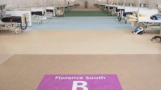 Des lits ont été installés dans un centre de conférence de Londres par l'hôpital public pour accueillir des patients atteints du covid-19, le 31 mars 2020