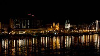 Kivilágított hotelablakokkal üzen a világnak Budapest