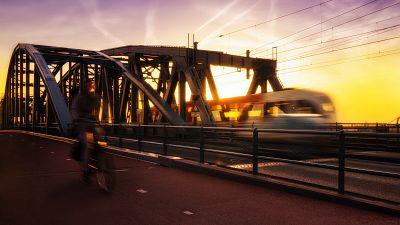 High speed train powered by solar energy