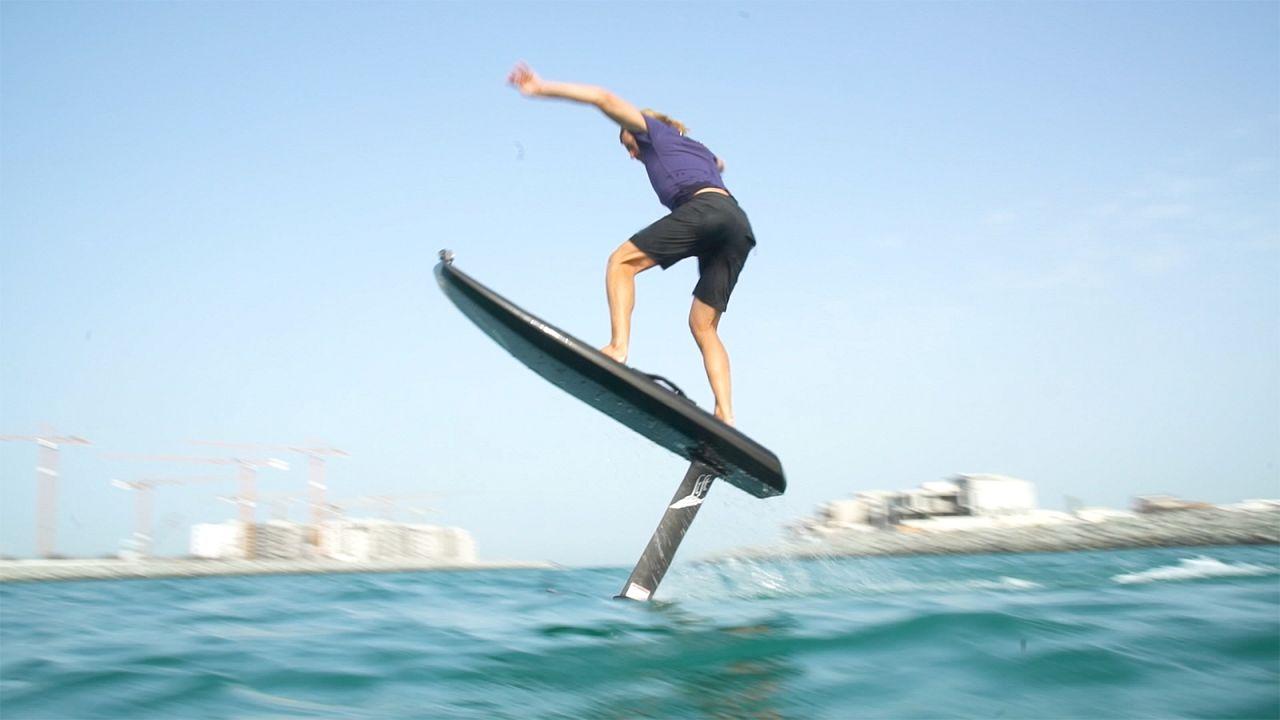Schwereloses Surfvergnügen in Dubai