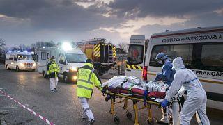 الطواقم الطبية في فرنسا في مواجهة فيروس كورونا