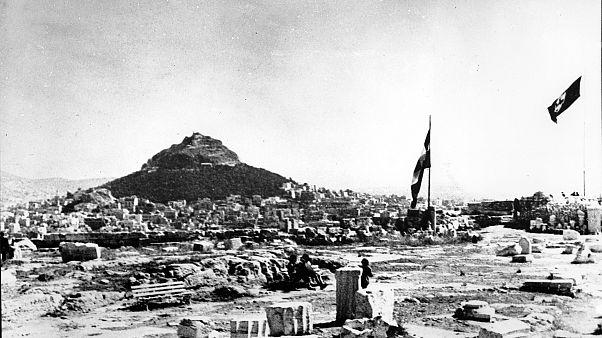 Die Hakenkreuzflagge über der Akropolis in Athen 27. Mai 1941  (AP Photo)