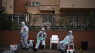 La pandemia golpea con especial dureza las residencias de ancianos en España