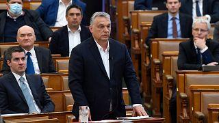 Viktor Orban participe à une séance de questions réponses au parlement hongrois à Budapest, le 31 mars 2020