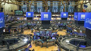 البورصات في تراجع مستمر وقلق من عواقب جائحة كوفيد-19 على الاقتصاد العالمي