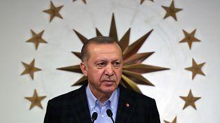 إردوغان يطلق حملة تبرّعات لمواجهة تداعيات كورونا ويتبرّع براتبه لمدة 7 أشهر