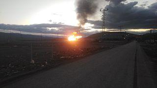 İran'dan Türkiye'ye doğal gaz ileten boru hattında meydana gelen patlamanın ardından çıkan yangın söndürüldü.