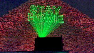Φωτισμός συμπαράστασης και ευγνωμοσύνης στις Πυραμίδες