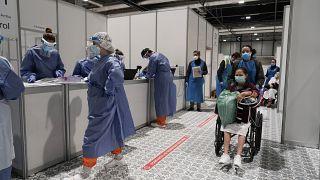 Personnel médical dans l'hôpital temporaire installé dans des pavillons de la foire commerciale de Madrid, le 31 mars 2020.