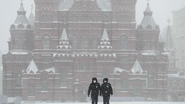 Hét év börtönbüntetés szabhatnak ki halált okozó karanténszegésért Oroszországban