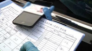 Mobiltelefonok állíthatják meg a járványt