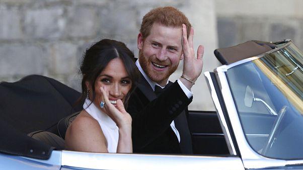 Harry ve Meghan Markle çifti son mesajlarını yayımladı, resmi olarak Kraliyet Ailesi'nden çıktı
